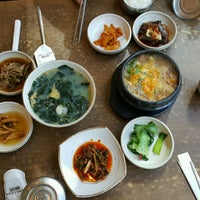 Photo taken at 서귀포 오분작 전복 뚝배기 by Nek P. on 9/29/2016