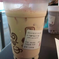 Photo taken at 공차 (청주 성안길 점) by Seulgi Y. on 8/30/2013