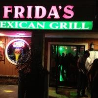 Foto tomada en Fridas Mexican Grill por Ty M. el 12/1/2012