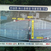 Photo taken at 성남영업소 버스환승장 07-597 by eAsTiN🎗 S. on 11/10/2013