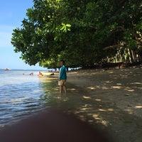 Photo taken at Pananuareng Beach, Tariang Baru by viitadiitapiita r. on 7/28/2014