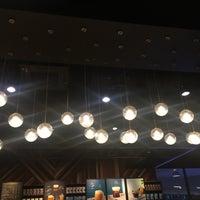 Foto scattata a Starbucks da Bokie B. il 10/5/2018