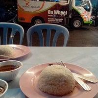 Foto diambil di Mancongkam Chicken Rice oleh AyiEn Anje pada 4/6/2013