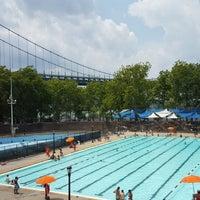 Foto tomada en Astoria Park Pool por Monica E. el 7/26/2015