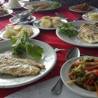 Foto tomada en Niko's Seafood por Lady V. el 8/22/2014