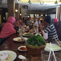 Photo taken at Praoe Sea Food by Putri S. on 8/1/2015