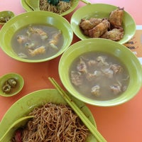 Photo taken at Hoe Huat Wanton Noodle @ Haig Road Food Centre by Terence T. on 3/25/2013