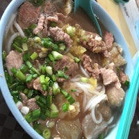 Photo taken at Hai Nan Xing Zhou Beef Noodles 海南星洲牛肉粉 by Terence T. on 10/17/2017