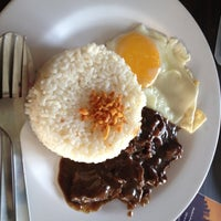Photo taken at Rufo's Famous Tapa by Pie B. on 10/4/2012