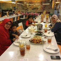 Photo taken at D'Cost Seafood by Lusi L. on 9/18/2015
