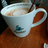 Foto scattata a Caribou Coffee da Lice H. il 4/27/2017