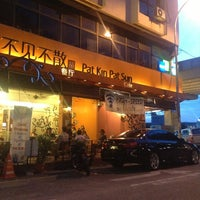 Photo taken at Pat Kin Pat Sun Cafe (不见不散茶餐厅) by Rody on 6/10/2013