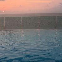 Photo taken at Bar y piscina borde infinito - Hotel Las Américas by Emilia A. on 5/30/2016