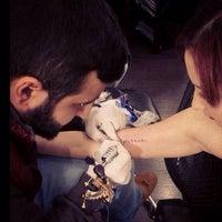 2/23/2014 tarihinde Volkan Ş.ziyaretçi tarafından Tattoo Club'de çekilen fotoğraf