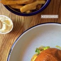 Das Foto wurde bei Otto's Burger von Flava am 7/1/2018 aufgenommen