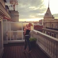 Foto tomada en Hotel Wellington por Anastasia P. el 5/8/2013