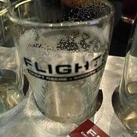 5/7/2017 tarihinde Garry M.ziyaretçi tarafından Flights Craft Beer + Sports Grill'de çekilen fotoğraf