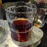 5/8/2017 tarihinde Garry M.ziyaretçi tarafından Flights Craft Beer + Sports Grill'de çekilen fotoğraf