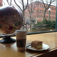 Снимок сделан в Starbucks пользователем Tatiana T. 4/14/2013