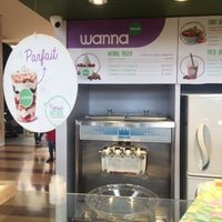 Photo taken at wanna Natural Frozen Yogurt by Jan Del Castillo on 12/21/2017