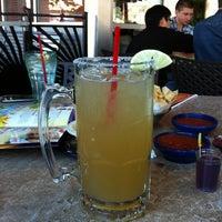 Foto tomada en La Parrilla Mexican Restaurant por Janelle E. el 4/5/2013