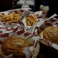 Photo prise au FireFly Burger par Ain S. le4/27/2015