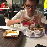 Photo taken at KFC by 💖 Derick T. on 6/6/2016
