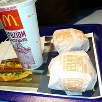 Снимок сделан в McDonald's пользователем Adam P. 9/16/2013