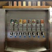 1/12/2013 tarihinde Nikkiziyaretçi tarafından Deep Ellum Brewing Company'de çekilen fotoğraf