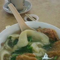 Photo taken at 三间庄猪肉丸粉 Pork Ball Noodle by Wong C. on 7/14/2015