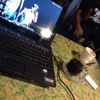Photo taken at kedai kopi PUANG khas sulawesi by Rissa Ang R. on 9/6/2014