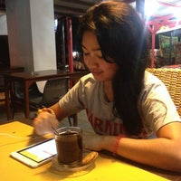 Photo taken at kedai kopi PUANG khas sulawesi by Rissa Ang R. on 9/7/2014