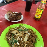 Photo taken at Gou Lou Mamak & Western Food (高佬妈妈档) by Adolphus on 3/31/2017