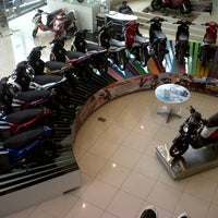 Photo taken at Yamaha Flagship Shop by Armia K. on 7/11/2013