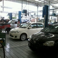 Photo taken at AUTO 2000 TOYOTA Abian Tuwung Kediri Tabanan by Putra P. on 9/13/2013