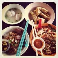 Photo taken at O & S Restaurant (海天茶餐室) by Lay Min on 4/16/2013