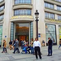 Das Foto wurde bei Louis Vuitton von Faizar A. am 5/18/2013 aufgenommen