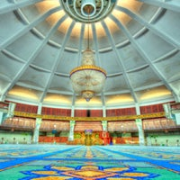 Photo taken at State Mosque (Masjid Negeri) by Kabiyak on 2/8/2013