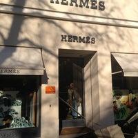 Das Foto wurde bei Hermes von Stéphanie D. am 11/20/2012 aufgenommen