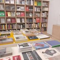 6/24/2018 tarihinde David Z.ziyaretçi tarafından Mast Books'de çekilen fotoğraf