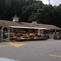 Photo taken at Auntie El's Farm Market by Ira G. on 9/22/2013