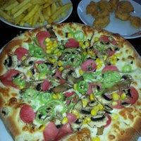 12/19/2013 tarihinde Mediha A.ziyaretçi tarafından Pizza Pizza'de çekilen fotoğraf