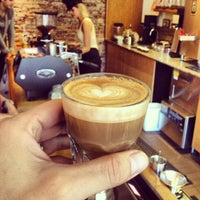 Photo prise au Stumptown Coffee Roasters par EatMeDrinkMeNYC le9/8/2013