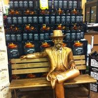 Снимок сделан в Binny's Beverage Depot пользователем Jessica D. 11/4/2012