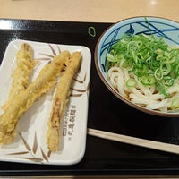 Photo taken at 丸亀製麺 みらい長崎ココウォーク店 by ぐんちゃん on 7/4/2017