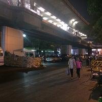 Photo taken at Victory Monument. ท่ารถอ่างทอง by Iana M. on 1/25/2014