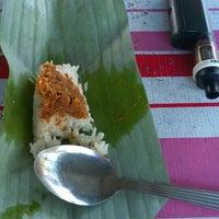 Photo taken at Pasar Malam Kok Mak by Annas H. on 11/27/2015