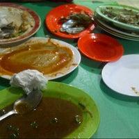 Photo taken at Seafood tiga dara Marrakash by tyas b. on 10/10/2014