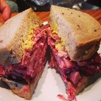 Foto tirada no(a) Z Deli Sandwich Shop por Fernando V. em 5/13/2013