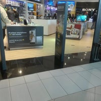 Photo taken at Sony Store by Emerson F. on 9/3/2016